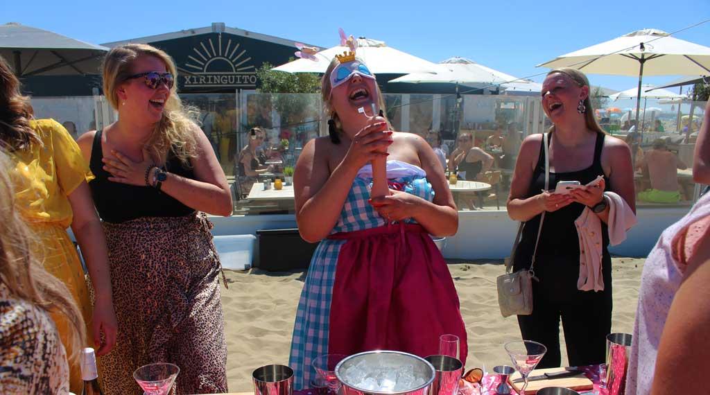 vrijgezellenfeest-vrouwen-scheveningen-naughty-cocktail-workshop