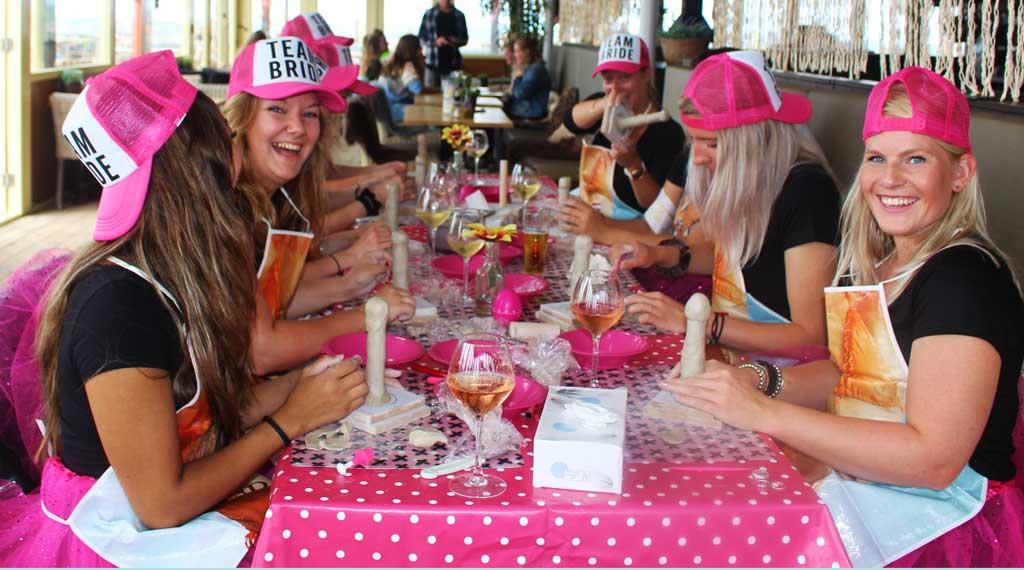vrijgezellenfeest-vrouwen-scheveningen-workshop-dildo-maken