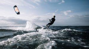 kitesurfen-tijdens-vrijgezellenfeest-in-den-haag